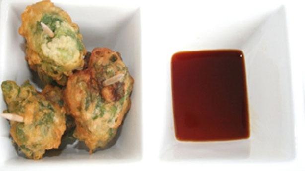 Snack de lechuga de mar en tempura con salsa de soja
