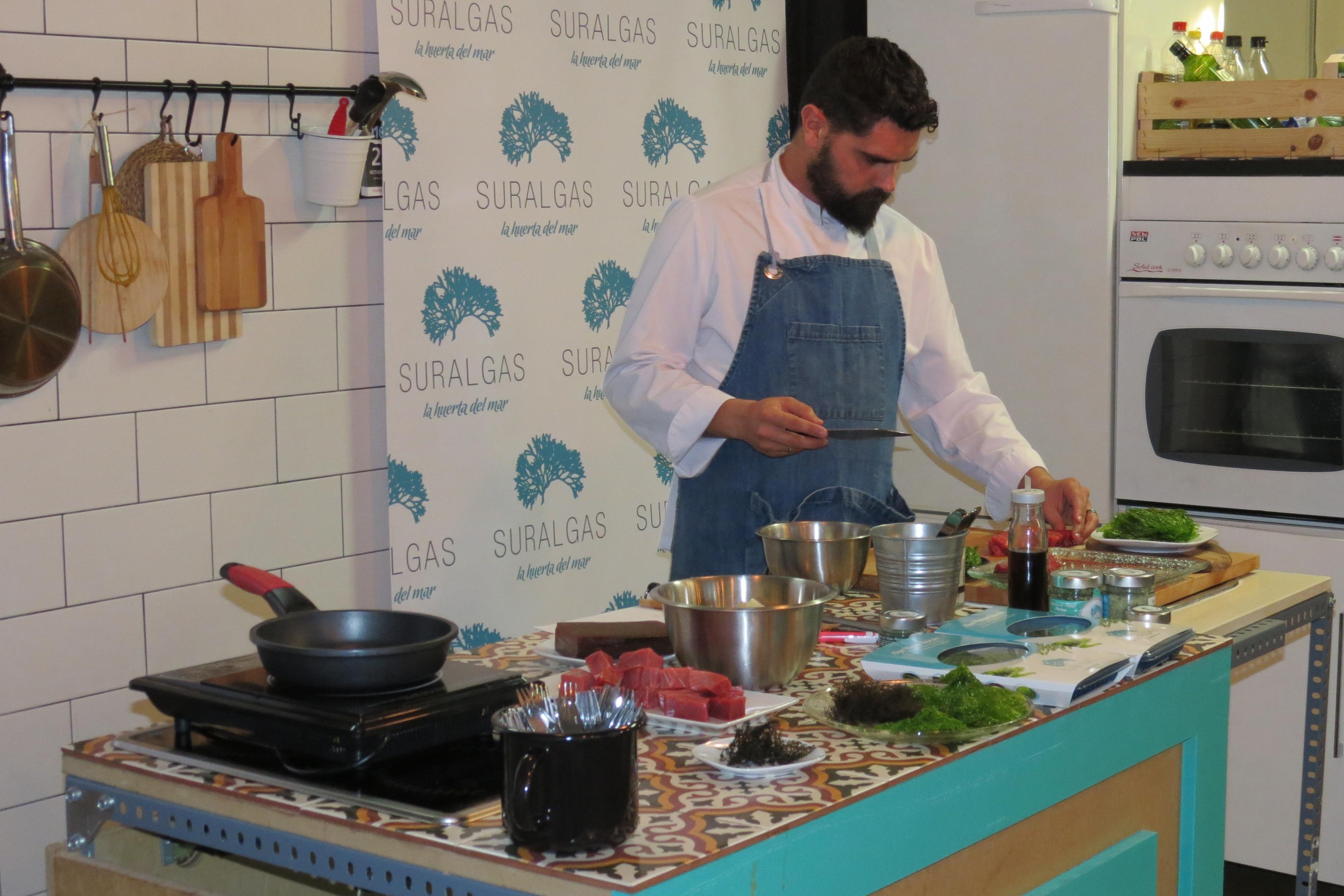 Jesús Recio cocinando con nuestras algas